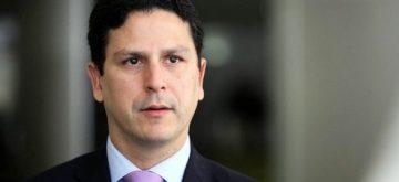 Presidente oferece festival de argumentos constrangedores e patéticos contra o sistema eleitoral