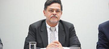 Eduardo Barbosa pede informação sobre fornecimento de Cateter pelo SUS
