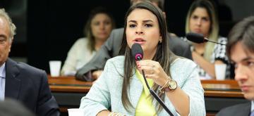 Proposta de Mariana Carvalho garante tratamento do câncer de mama metastático no SUS