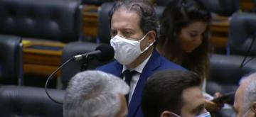 """""""Só sairemos desta crise vacinando a nossa população"""", diz líder"""