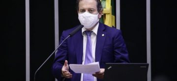 Aprovada urgência à proposta de Rodrigo de Castro que agiliza compra de insumos contra Covid