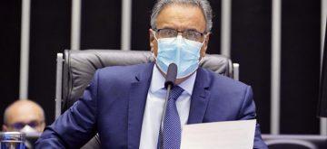 Aécio critica exigências feitas pelo Brasil para acolhimento de afegãos